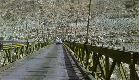 GilgitBaltistanBridgeClosed_2-17-2016_215561_l