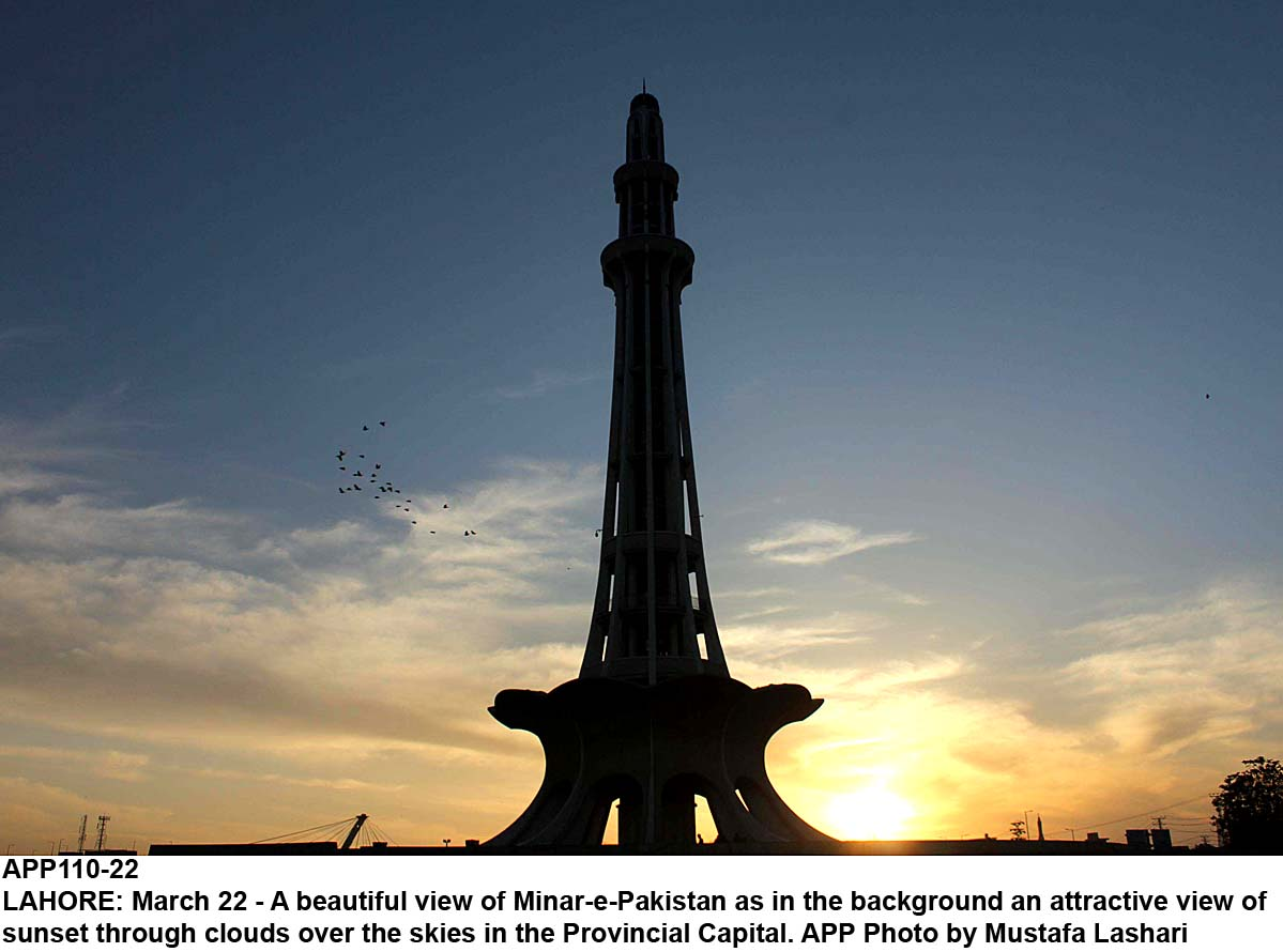 APP110-22 LAHORE: March 22 - A beautiful view of Minar-e-Pakistan as in the background an attractive view of sunset through clouds over the skies in the Provincial Capital. APP Photo by Mustafa Lashari