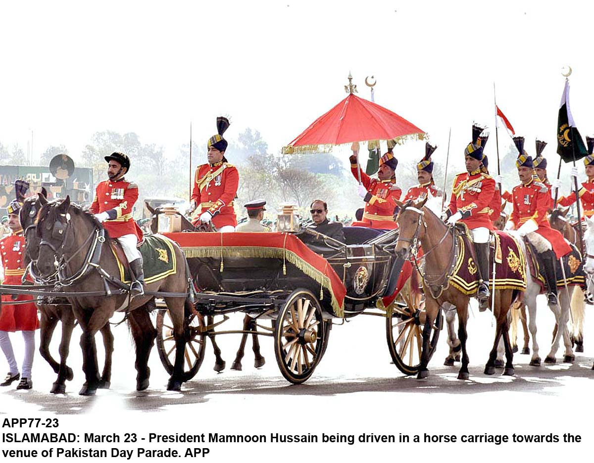 APP77-23 ISLAMABAD: March 23 - President Mamnoon Hussain being driven in a horse carriage towards the venue of Pakistan Day Parade. APP