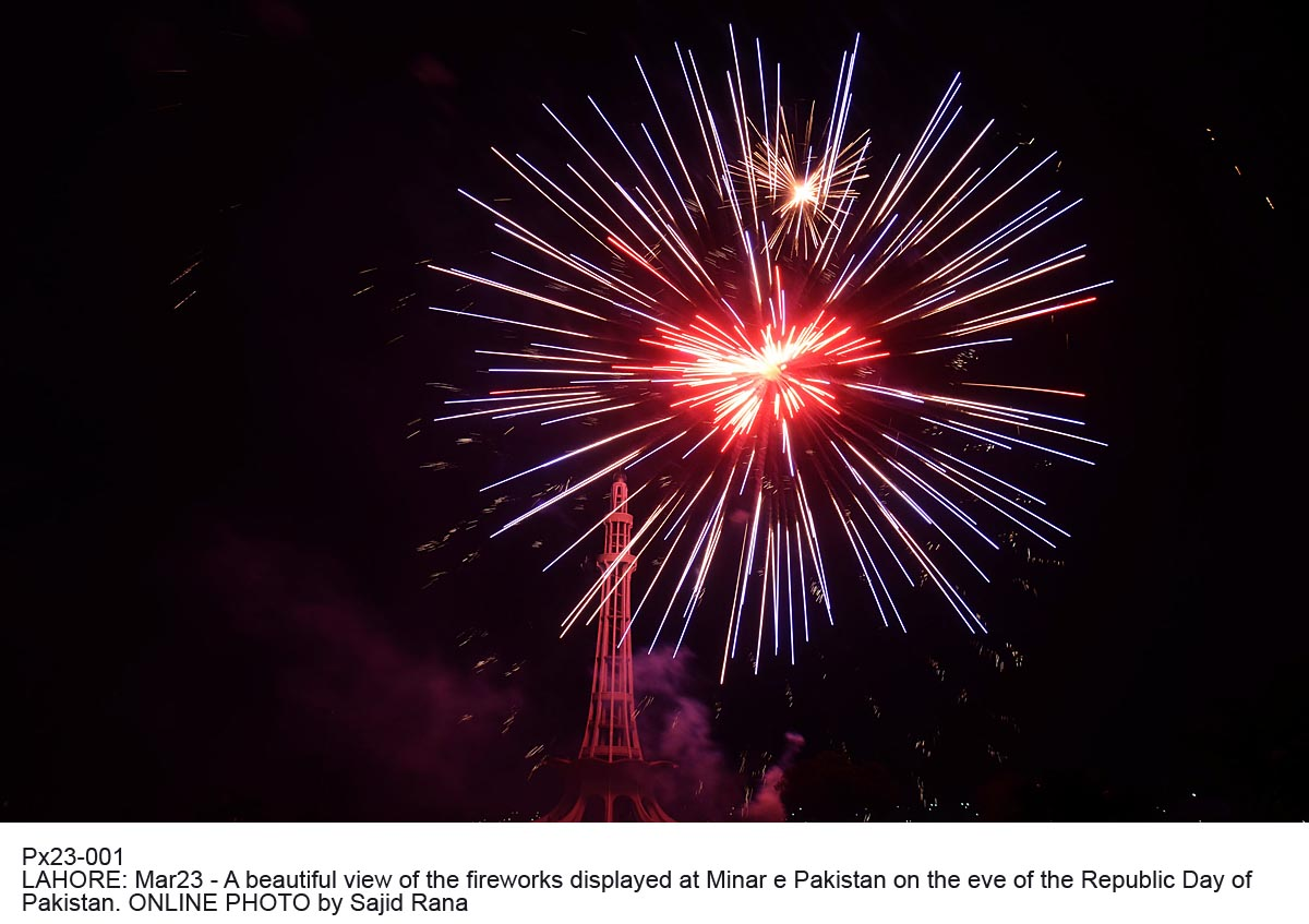 Px23-001 LAHORE: Mar23 - A beautiful view of the fireworks displayed at Minar e Pakistan on the eve of the Republic Day of Pakistan. ONLINE PHOTO by Sajid Rana