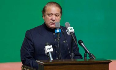 Pakistan's Prime Minister Nawaz Sharif addresses attendees at a flag raising ceremony to mark the country's 67th Independence Day in Islamabad August 14, 2013. Pakistan gained independence from British rule in 1947. REUTERS/Mian Khursheed  (PAKISTAN - Tags: POLITICS ANNIVERSARY)