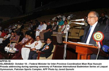 APP20-18 ISLAMABAD: October 18 – Federal Minister for Inter-Province Coordination Mian Riaz Hussain Pirzada addressing during opening ceremony of Pakistan International Badminton Series at Liaquat Gymnasium, Pakistan Sports Complex. APP Photo by Javed Qureshi